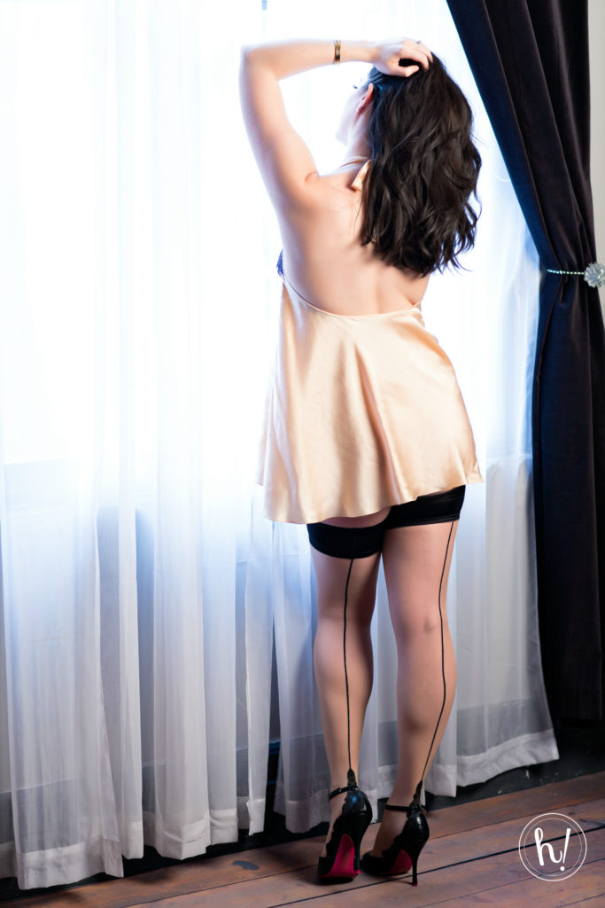 Own Your Secy blog post by Hurray Kimmay, wearing Between the Sheets lingerie