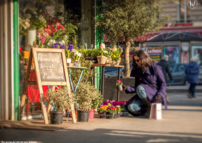 Kimmay buying flowers in Paris Date Yourself HK blog
